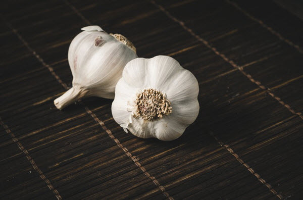 overnight home remedies for acne garlic