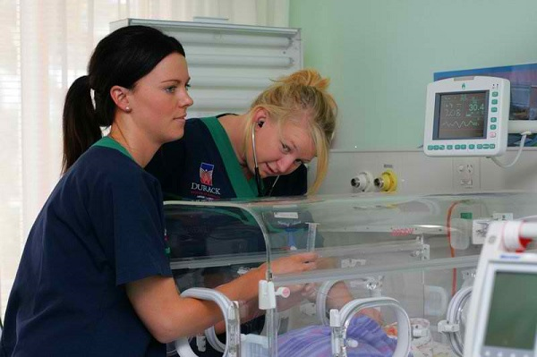 i want to become a neonatal nurse Neonatal nurses are essential to babies that are born prematurely the babies  need assistance to several types of medical treatment to ensure they stay healthy.