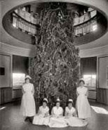Nurses with the Garfield Hospital Christmas tree. Washington, D.C., 1921