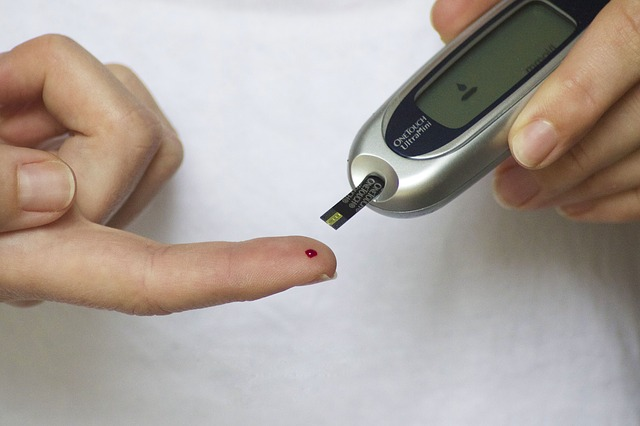 blood glucose monitoring device