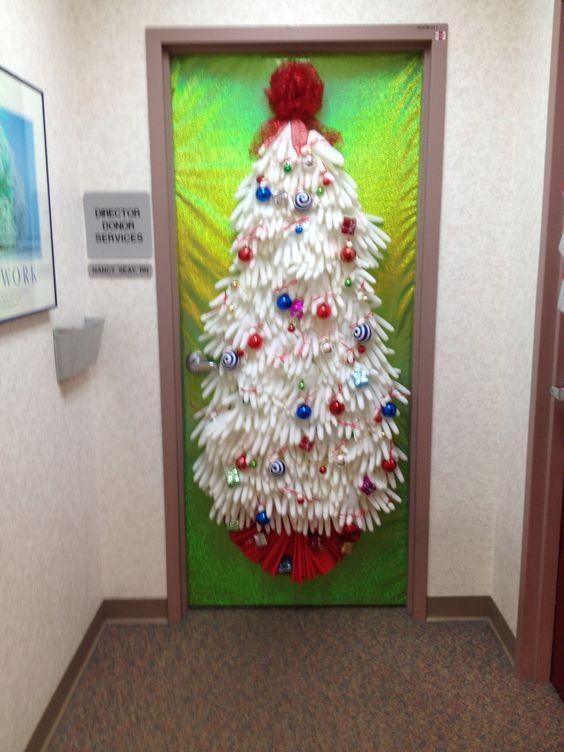 christmas-tree-gloves-door-decorations